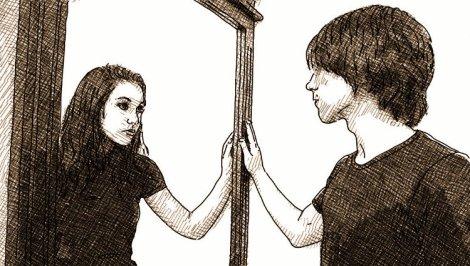 un homme une femme dans un miroir - égalité des sexes